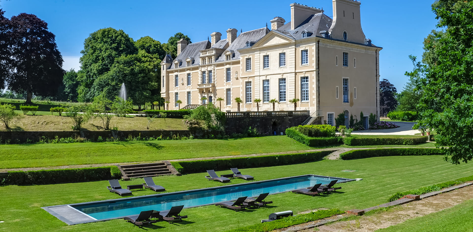 Castle and the parc with outside swimming pool